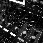 The Tech Behind Working With Music Streaming Playlists Online